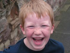 niño sonriendo con tdah